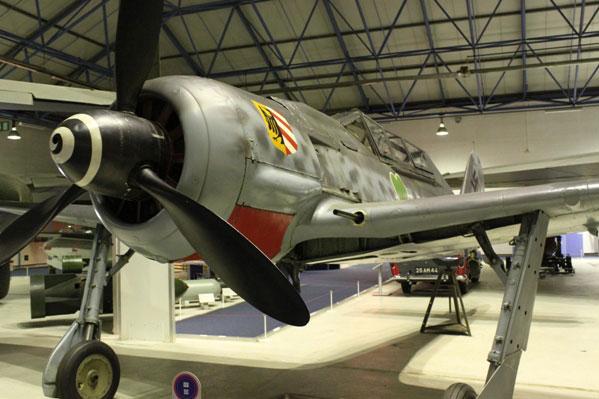 18-HN-Ac-Airfix-Focke-Wulf-Fw-190A-8-1.72