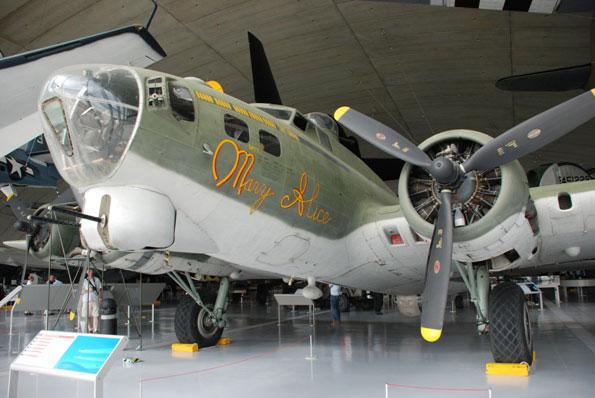 88-HN-Ac-HKM-B17G-Flying-Fortress-1.32