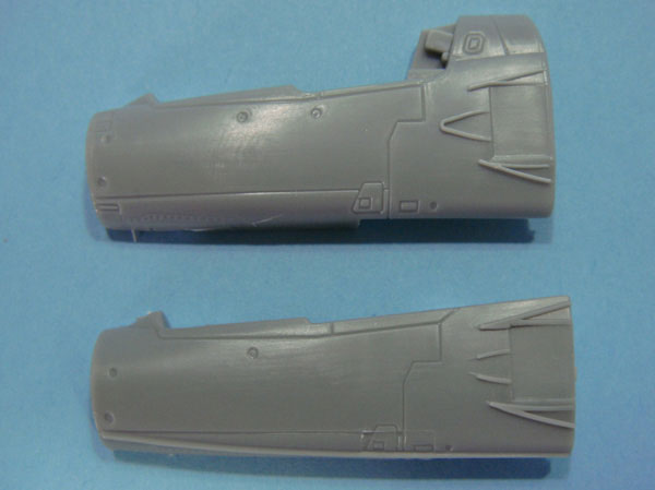 You can see the difference between the fuselage halves here.