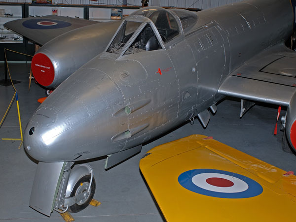 6-BN-Ac-HKM-Gloster-Meteor-F4-1