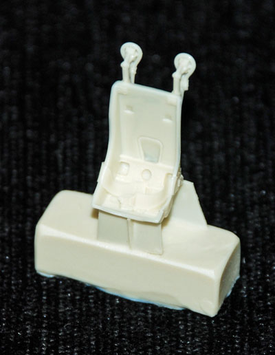 2 HN Ac Resin Ultracast P-40 Tomahawk seat 48256 1.48