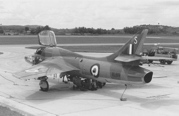 3 BN Revell-LF Models Hawker Hunter T7 Con Pt1