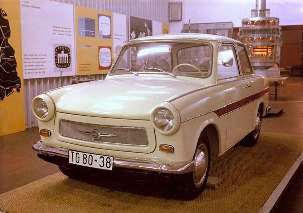 1a-HN-Ar-Revell-Trabant-601-Universal-car-1.24