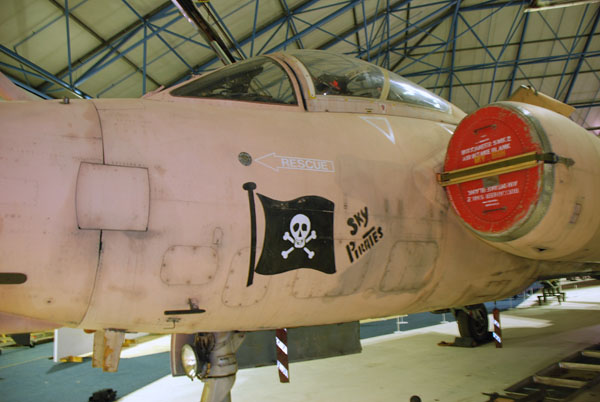 2 HN Ac Revell Buccaneer SMk2B 1.72