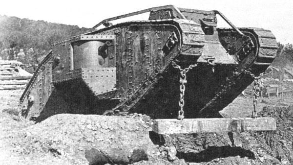 2-HN-Ar-Tamiya-WWI-British-Tank-MkIV-Male
