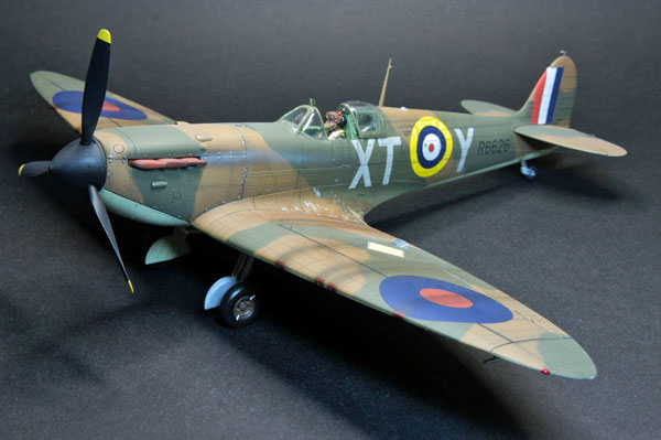 3-HN-Ac-Revell-Supermarine-Spitfire-MkIIa-1.32