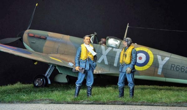 4-HN-Ac-Revell-Supermarine-Spitfire-MkIIa-1.32