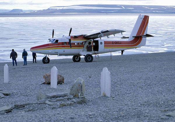 "De Havilland Canada DHC-6 ""Twin Otter"" (C-GKCJ) on Beechey Island at seamen graves of John Franklin expedition (Nunavut, Canada)"