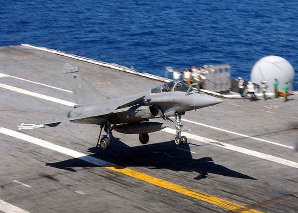 Photo: Dassault Rafale M lands aboard the aircraft carrier USS Theodore Roosevelt (CVN 71) during combined French and American carrier qualifications.