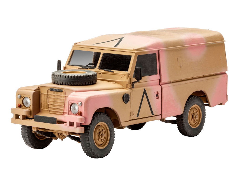 revell british 4x4 off road vehicle land rover series iii 109 lwb 1 35 scale modelling now. Black Bedroom Furniture Sets. Home Design Ideas