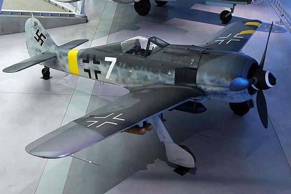 1a-HN-Ac-Revell-Focke-Wulf-Fw190F8-1.32