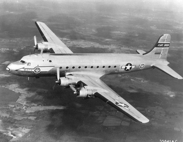 C-54 Skymaster of US Air Force (courtesy: Signaleer and Alaniaris)
