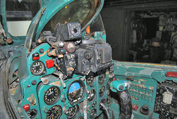 Photo: MiG 21 F-13 cockpit (courtesy of Daniel Pandelea)