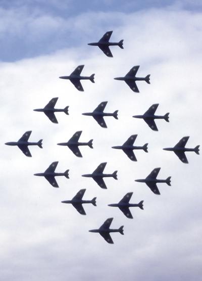 3 BN-Ac-Revell- RAF Black Arrows Hawker Hunter 1.32