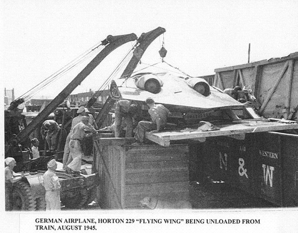 Unloading of the captured Horten Ho 229 V3 from a train by US military