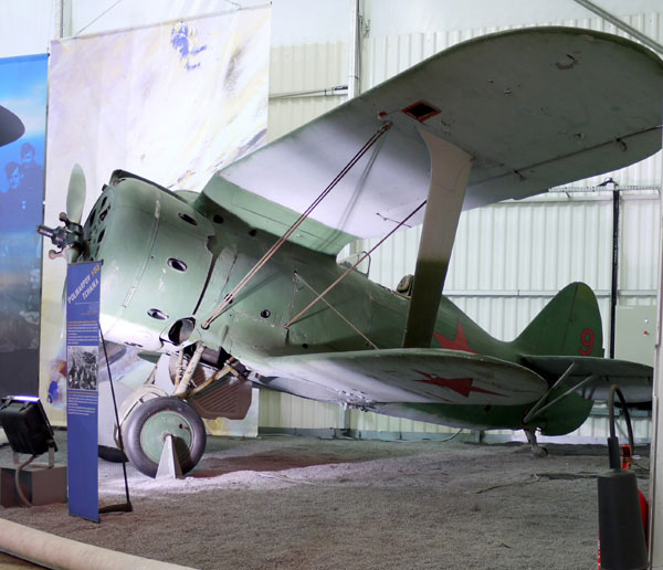 Soviet biplane fighter Poliakarpov I-153 (1938), Museum of Air and Space Paris, Le Bourget (France) Photo courtesy of Pline.
