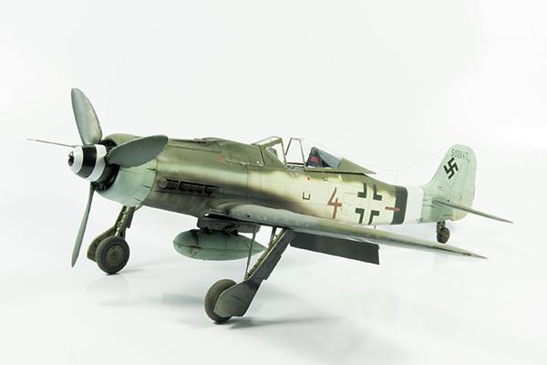 1-Revell-Focke-Wulf-190D-9-1.32