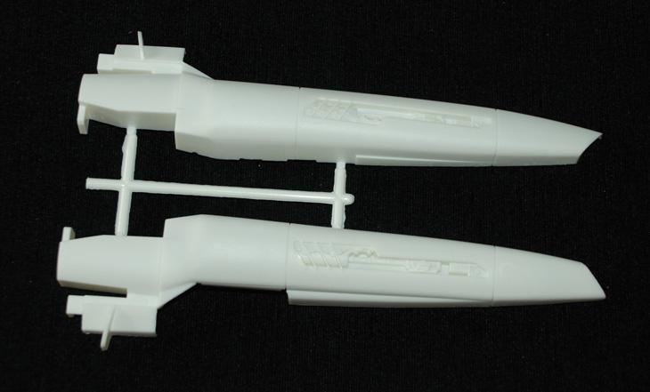 4-HN-SF-Colonial-Viper-MkII-Battlestar-Galactica-Revell,-1.32