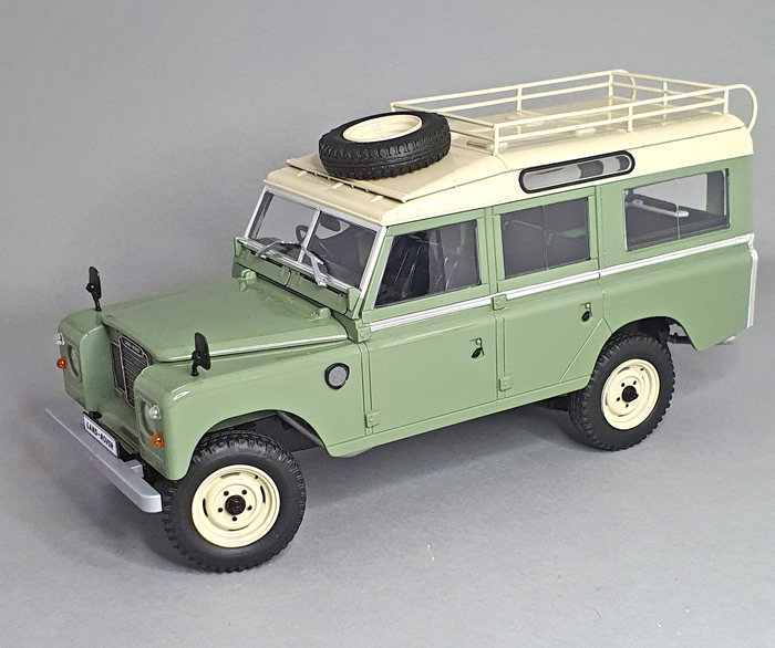 Revell Land Rover Series III LWB 1:24