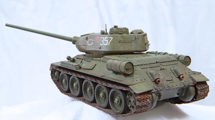 Ryefield Model T-34/85 Model 1944 No.174 Factory 1:35